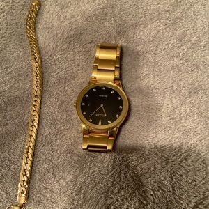 A gold men's watch ! Bracelet is not available
